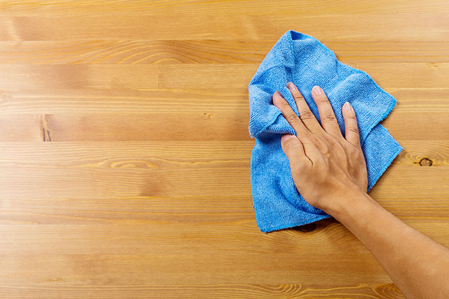 2021/resources/img/cleaning-table.jpg